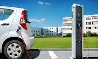 Studie: E-Autos für Hersteller und Käufer weiter kostspielig