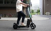 Vom Kunden austauschbar: Tier kündigt neuen E-Scooter mit Wechselakku und europaweites Ladenetzwerk an