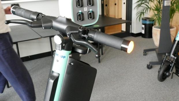 Der neue E-Scooter von Tier Mobility mit Blinker am Lenker. (Foto: t3n)