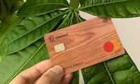 Debitkarte aus Holz: Ecosia wird zum Fintech