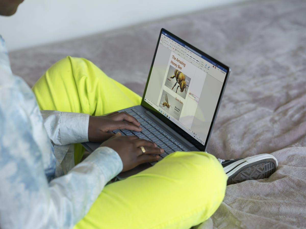 Microsofts neues Budget-Notebook kostet ab 613 Euro...