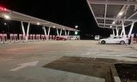 56 Ladesäulen: Tesla eröffnet größte Supercharger-Station der Welt