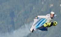 Fliegen mit 300 km/h: BMW elektrifiziert erstmals einen Wingsuit