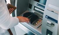 Betrug am Geldautomaten: Bankkunden machen es Kartendieben zu leicht
