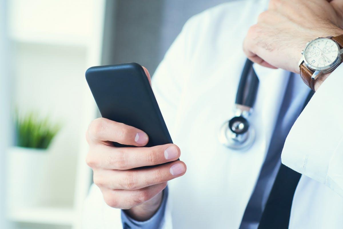 Astrazeneca bleibt liegen – Arzt bietet Termine via Ebay-Kleinanzeigen
