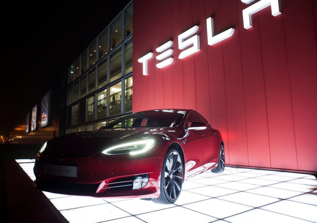 Trotz rosiger Prognose: Tesla-Bulle Ron Baron verkauft 1,7 Millionen Tesla-Aktien - t3n – digital pioneers