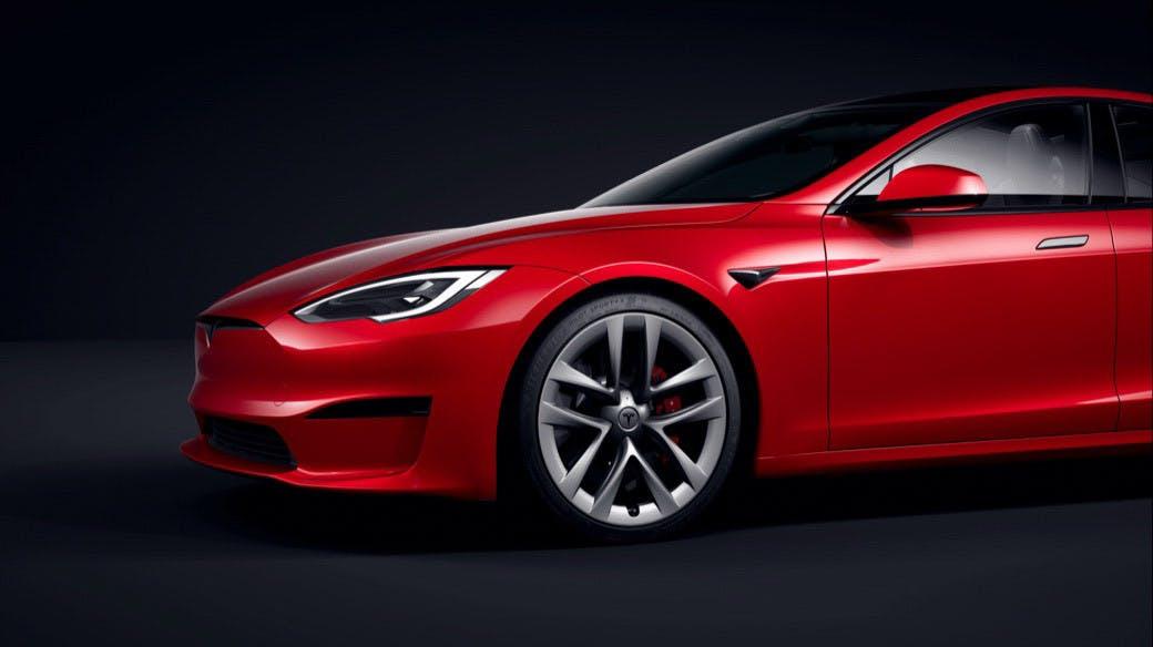 Verkaufsstart angeblich schon im Juli: Elon Musk stellt neues Model S vor