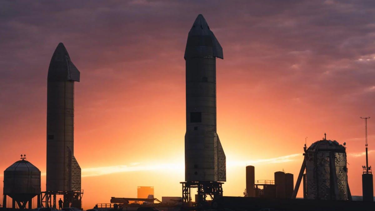 Starship SN10: Elon Musk erklärt, warum die Rakete nach der Landung explodiert ist - t3n Magazin
