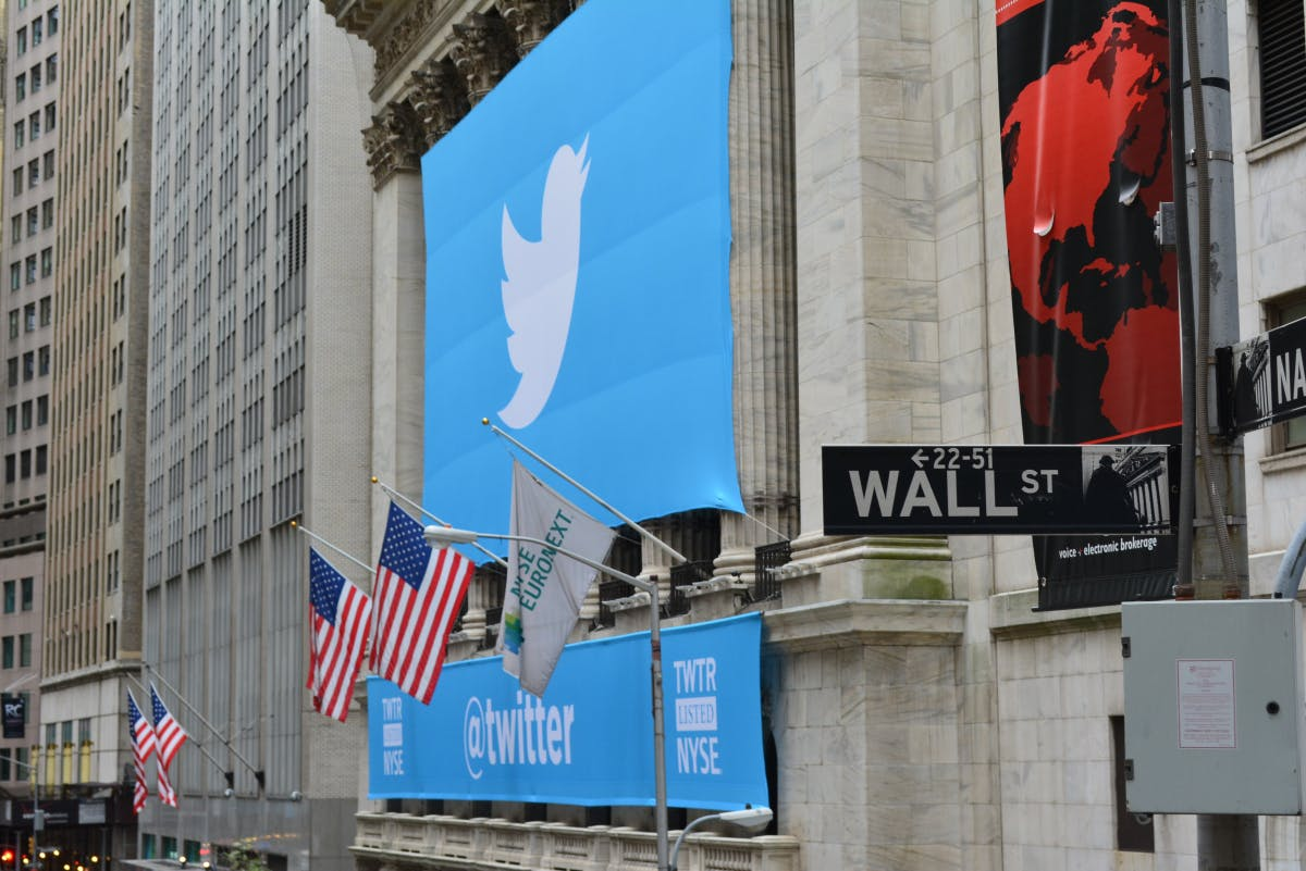Crash by 280 characters: When tweets cause stock prices to crash
