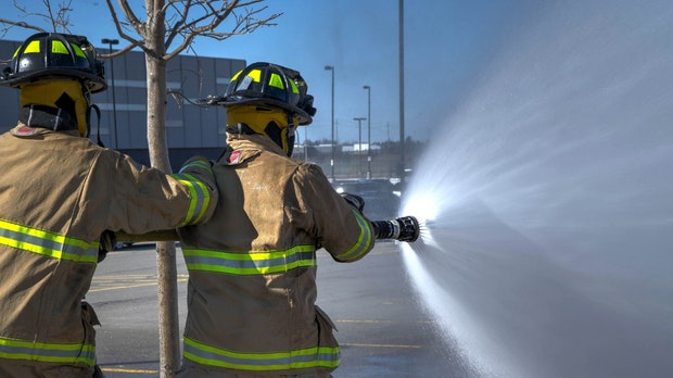 Mythen der Elektromobilität: Wie gefährlich sind brennende Elektroautos?