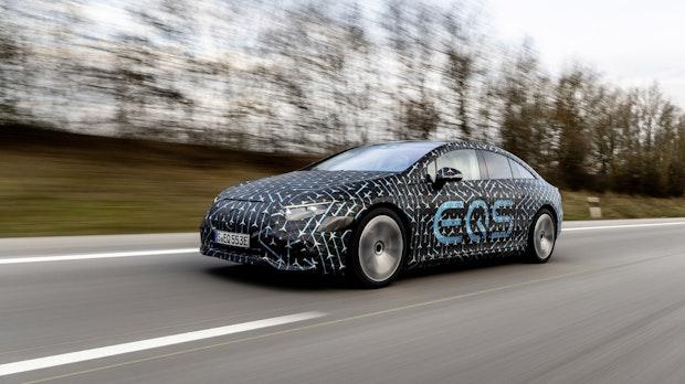 Hohe Reichweite: Mercedes EQS soll bis zu 770 Kilometer schaffen