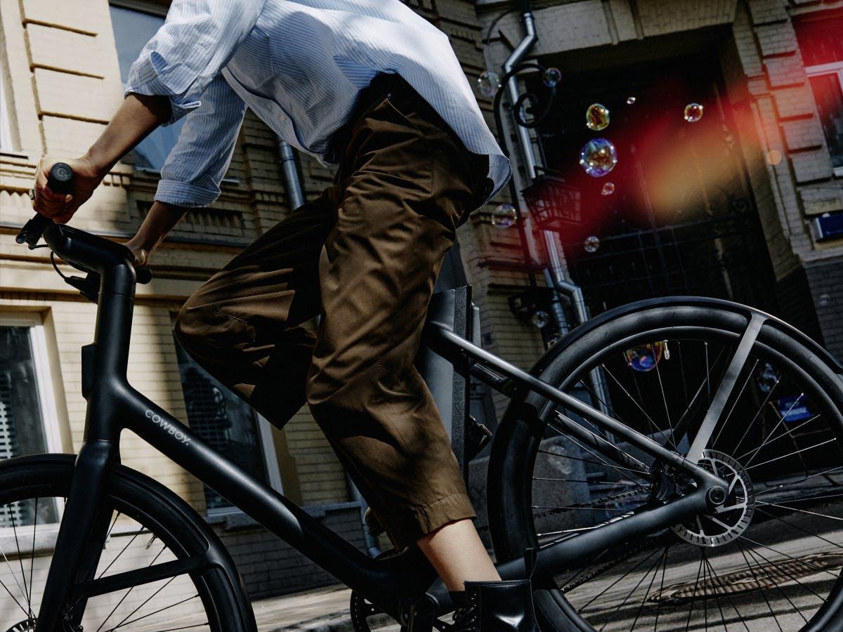Cowboy 4 (ST): Sportliches Pedelec und ein Hollandrad auf Steroiden