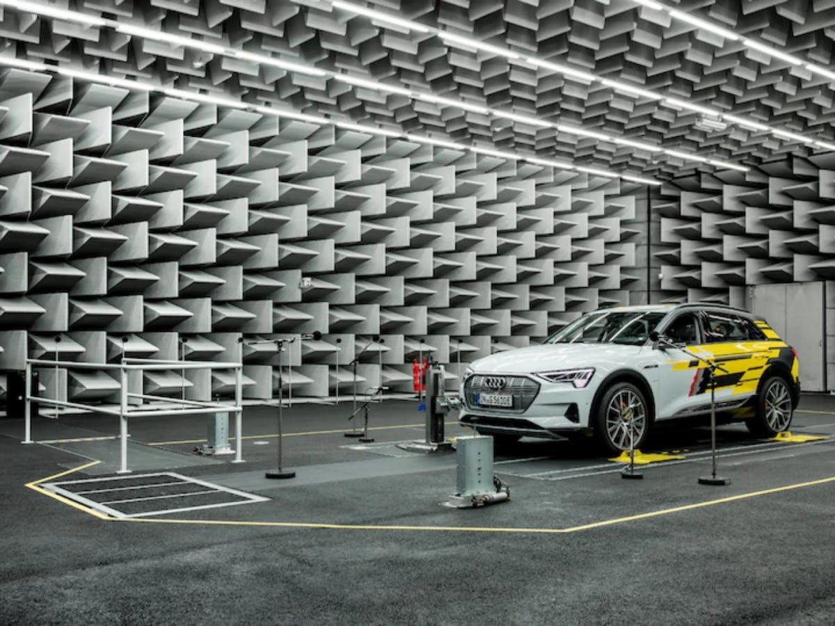EU-Regeln zu E-Autos: Darum setzen Autobauer auf Linkin Park oder Hans Zimmer