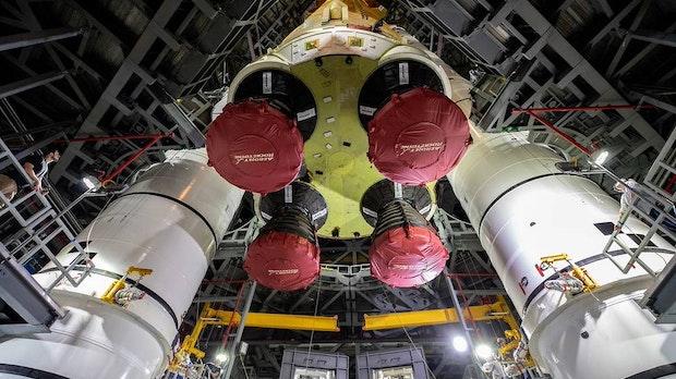 Riesenrakete steht: Nasa-Mondmission Artemis kommt langsam in die Gänge